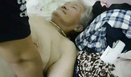 星期二他妈的朋友,亚洲的老奶奶的胸部滑意外