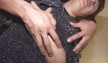 婊子的黑发性感的免费性挑选的大拇指